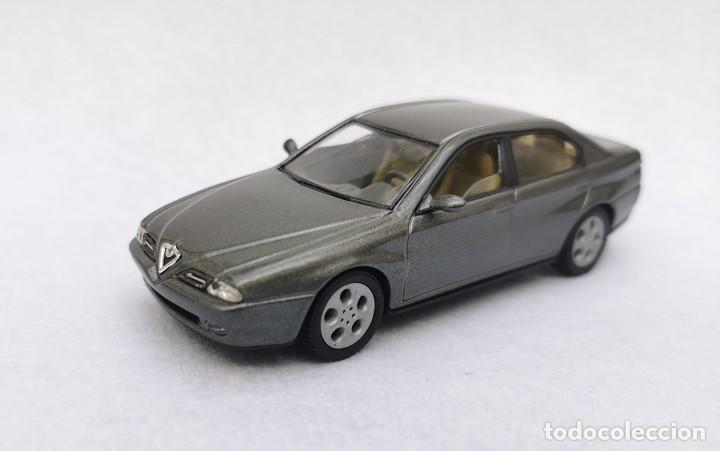 Coches a escala: Alfa Romeo 166 de la colección Coches Inolvidables, Solido (Salvat), año 2001, escala 1/43 - Foto 2 - 195958491