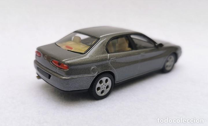 Coches a escala: Alfa Romeo 166 de la colección Coches Inolvidables, Solido (Salvat), año 2001, escala 1/43 - Foto 7 - 195958491