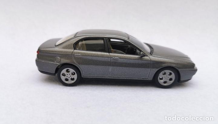 Coches a escala: Alfa Romeo 166 de la colección Coches Inolvidables, Solido (Salvat), año 2001, escala 1/43 - Foto 8 - 195958491