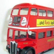 Coches a escala: BUS AUTOBUS DOBLE PISO LONDON TRANSPORT SOLIDO ESCALA 1/50. Lote 202775426