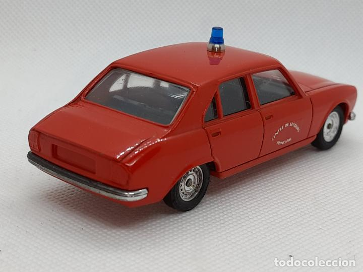 Coches a escala: PEUGEOT 504 BOMBEROS - SOLIDO - MADE IN FRANCE - ESC. 1/43 - - Foto 7 - 218562300
