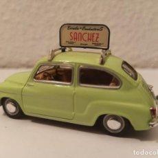 Carros em escala: COCHE SEAT 600 AUTOESCUELA SANCHEZ. Lote 264243924