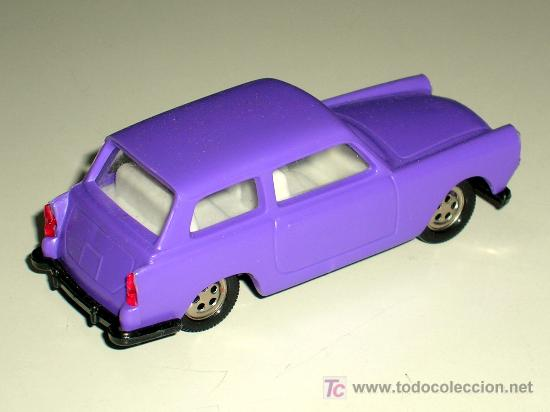 Coches a escala: Austin A-40 morado, fabricado en plástico, esc. aprox. 1/43 por la casa KDN Miniauto, años 70. - Foto 2 - 3874816