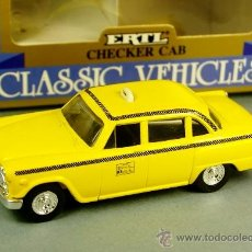 Coches a escala: NEW YORK TAXI CHECKER YELLOW CAB - METAL ERTL VINTAGE 1/43 - NUEVO EN CAJA. Lote 38300691