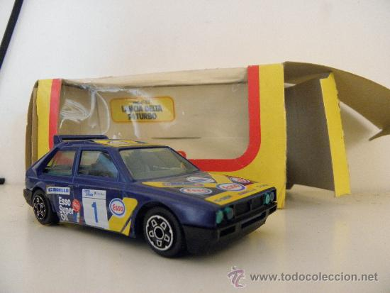 Coches a escala: burago lancia delta s4 turbo ref 4180 con caja original - Foto 3 - 38973688