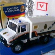 Coches a escala: MERCEDES UNIMOG , POLICIA NACIONAL , 1/43 CARARAMA. Lote 130011852