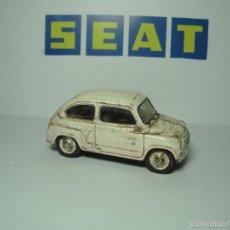 Coches a escala: SEAT 600 IXO ALTAYA 1,43 EFECTO ABANDONADO. Lote 57165134
