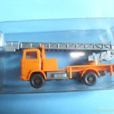Coches a escala: WIKING 1:87, ESCALA H0,CAMION CON GRUA, MADE IN GERMANY. Lote 57653389