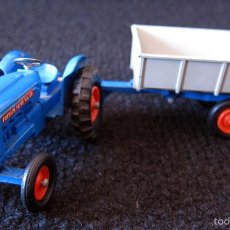 Coches a escala: TRACTOR FORDSON CON REMOLQUE WHITLOCK - MATCHBOX KING SIZE - K 15. Lote 58744018