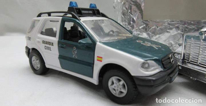 Coches a escala: Mercedes Benz Guardia Civil 1/43 y Camión ambos de Cararama .. sin cajas -no box - Foto 2 - 73497107