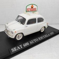Coches a escala: COCHE SEAT 600 AUTO ESCUELA 1957 ALTAYA IXO MODEL CAR 1/43 1:43 MINIATURE SAN MARCIAL. Lote 206354255