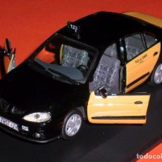 Coches a escala: RENAULT MEGANE, TAXI BARCELONA, METAL ESC. 1/43, KIT CAR 43, BASE VITESSE. IMPECABLE . Lote 105648547