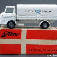 Coches a escala: CAMIÓN VOLVO UNITED NATIONS TEKNO MADE IN DENMARK CON CAJA 456 1/43 AÑOS 60. Lote 120398511