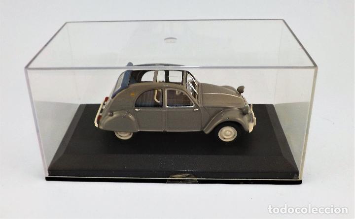 Coches a escala: Citroen 2 CV de 1957 Altaya/Ixo - Foto 2 - 122602947