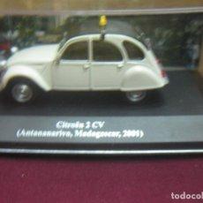 Coches a escala: TAXI CITROEN 2 CV. (ANTANANARIVO, MADAGASCAR 2001). ESCALA 1: 43. EN CAJA. ALTAYA. Lote 125292139