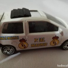Coches a escala: RENAULT TWINGO REAL MADRID DE GUISVAL. Lote 127975175