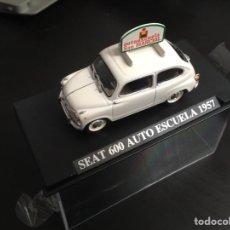 Coches a escala: SEAT 600 AUTO ESCUELA 1957 NUESTROS QUERIDOS COCHES ALTAYA 1:43. Lote 164800788