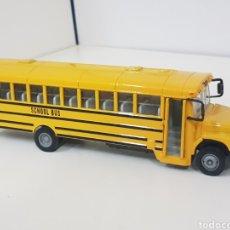 Coches a escala: SCHOOL BUS AMERICANO AMARILLO DESI Q MEDIDAS 20 X 4,5 CENTÍMETROS PUERTAS Y SEÑAL MÓVILES. Lote 132286147