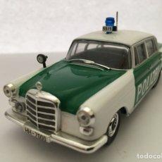 Coches a escala: IXO 1:43 ALTAYA NUESTROS COCHES DE POLICIA MERCEDES 200 POLIZEI GERMANY (1960). Lote 132501650