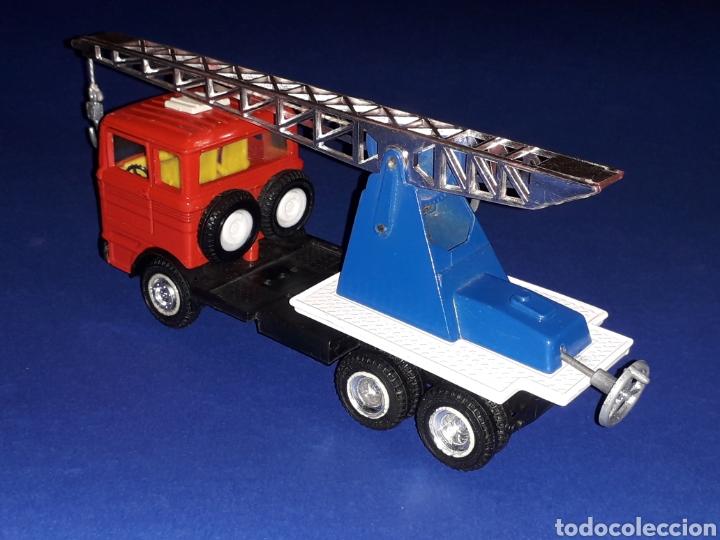 Coches a escala: Camión Mercedes 451 pluma grúa, metal, esc. 1/43, Guisval IBI made in Spain, Dinky copy, año 1970. - Foto 5 - 132955838