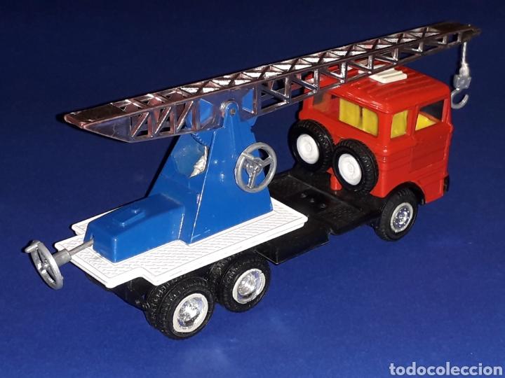 Coches a escala: Camión Mercedes 451 pluma grúa, metal, esc. 1/43, Guisval IBI made in Spain, Dinky copy, año 1970. - Foto 6 - 132955838