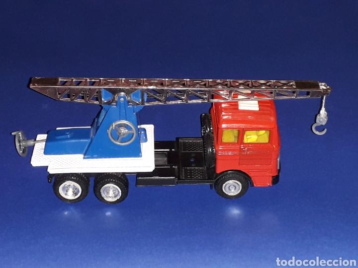 Coches a escala: Camión Mercedes 451 pluma grúa, metal, esc. 1/43, Guisval IBI made in Spain, Dinky copy, año 1970. - Foto 7 - 132955838