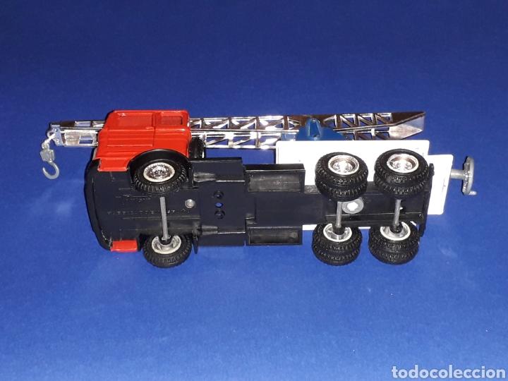 Coches a escala: Camión Mercedes 451 pluma grúa, metal, esc. 1/43, Guisval IBI made in Spain, Dinky copy, año 1970. - Foto 10 - 132955838