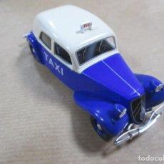 Model Cars - ANTIGUO COCHE DE METAL. CITROEN 11. TAXI. ALTAYA. 65 GR 11 CM. - 137270450