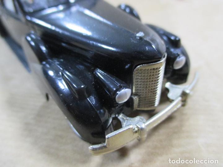 Coches a escala: ANTIGUO COCHE DE METAL. CADILLAC V16 1938 - 40. REXTOYS. FABRICADO EN PORTUGAL. PAPA MINIATURA. 13CM - Foto 7 - 138740594