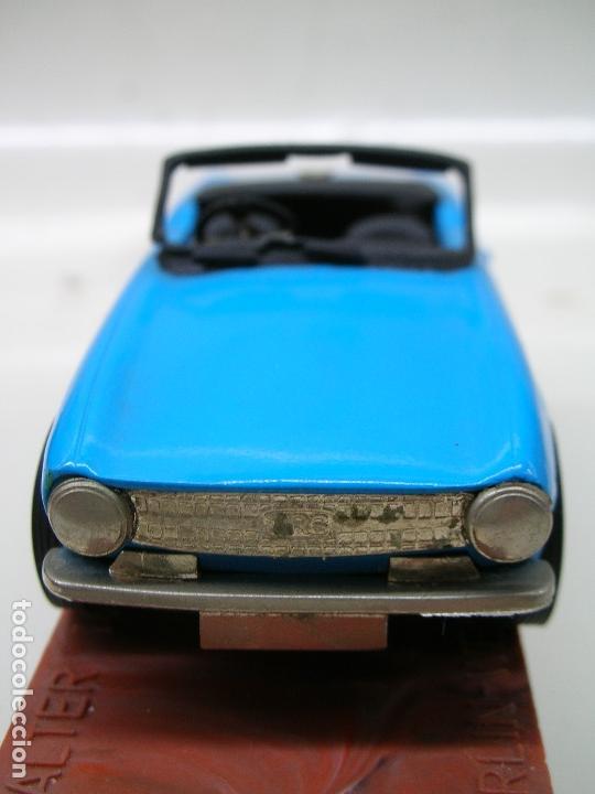 Coches a escala: AUTO REPLICAS 1/43 TRIUMPH TR6 1961 AZUL ERA KIT MADE ENGLAND - Foto 4 - 141463106