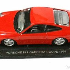 Coches a escala: COCHE PORSCHE 911 CARRERA COUPE 1997 ,DEAGOSTINI, 1:43, NO A SIDO RODADO, CON PEANA BASE *. Lote 143710022