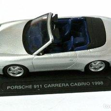 Coches a escala: COCHE PORSCHE 911 CARRERA CABRIO 1998, DEAGOSTINI, 1:43, NO A SIDO RODADO, CON PEANA BASE *. Lote 143727498