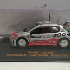 Coches a escala: PEUGEOT 206 WRC, MARCUS GRONHOLM, RALLY DE FINLANDIA 2002, IXO-ALTAYA. Lote 145937906