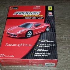 Coches a escala: BURAGO FERRARI 458 ITALIA RACE & PLAY ASSEMBLY KIT ESCALA 1:43 (FALTAN AMBOS EJES DE LAS RUEDAS ). Lote 148620997