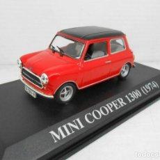 Coches a escala: COCHE MINI COOPER 1300 1/43 1:43 IXO MODEL CAR MINIATURE MINIATURA ALFREEDOM 1974. Lote 150325338