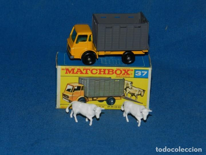 (M) COCHE MATCHBOX CATTLE TRUCK 37 CON CAJA, BUEN ESTADO , LA CAJA TIENE UN DESGARRA EN UNA SOLAPA (Juguetes - Coches a Escala 1:43 Otras Marcas)