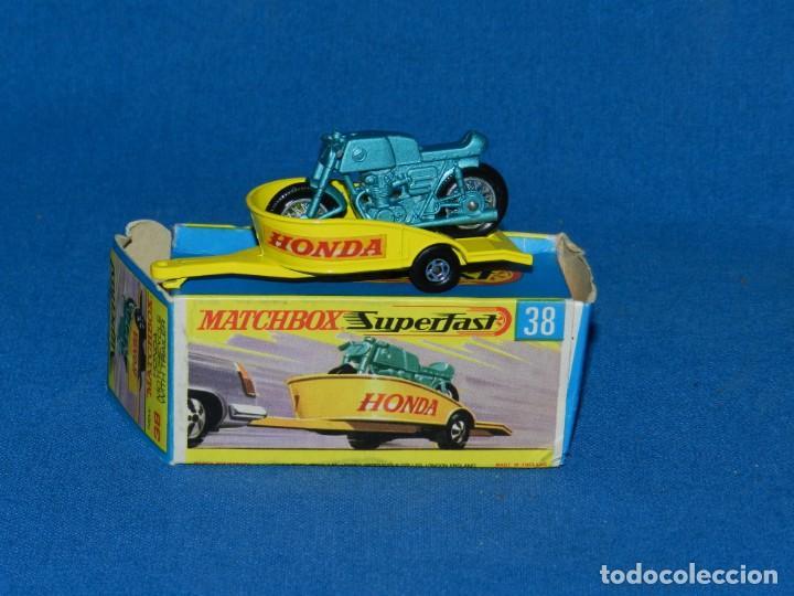 (M) COCHE MATCHBOX HONDA MOTORCYCLE WITH TRAILER 38 CON CAJA, BUEN ESTADO (Juguetes - Coches a Escala 1:43 Otras Marcas)