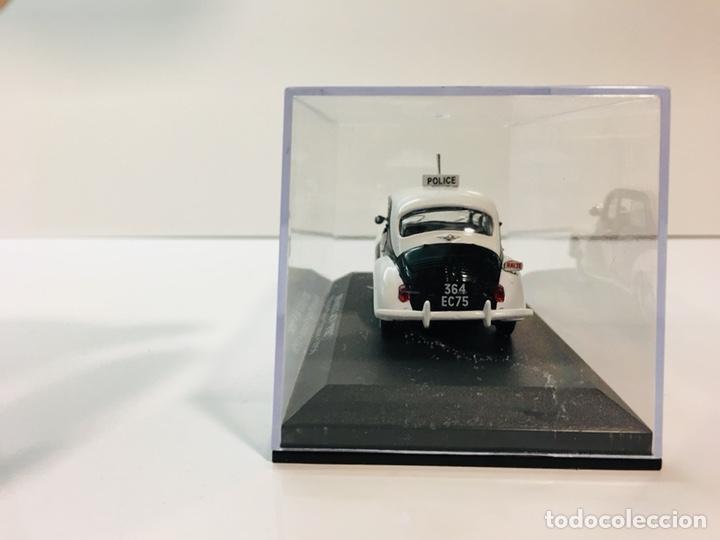 Coches a escala: Renault 4cv pie policía paris 1:43 - Foto 4 - 153152106