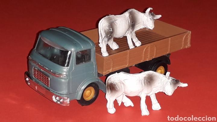 Coches a escala: Camión Barreiros transporte ganado, plástico esc. 1/43, Guisval Ibi made in Spain, original años 60. - Foto 7 - 167071080