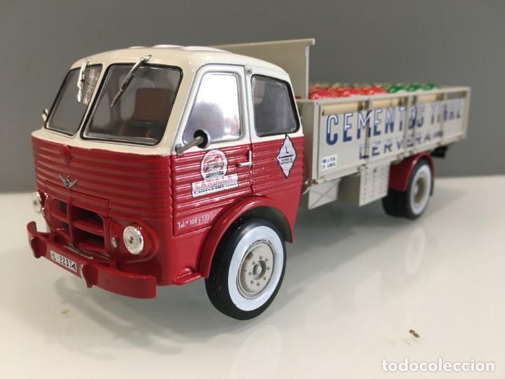 Coches a escala: Camión PEGASO 1031- CEMENTOS TIGRE (1960) con matrícula de Lerida. Escala 1/43 - Foto 3 - 190577843