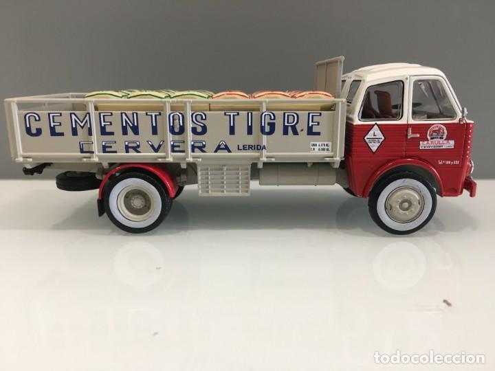 Coches a escala: Camión PEGASO 1031- CEMENTOS TIGRE (1960) con matrícula de Lerida. Escala 1/43 - Foto 5 - 190577843