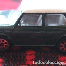 Coches a escala: COCHE BMW MINI COOPER VERDE TECHO BLANCO, CARROCERIA DE METAL . Lote 174992278