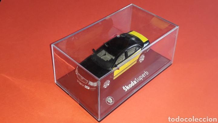Coches a escala: Skoda Superb Taxi Barcelona, metal esc. 1/43, Kit Car 43, base Abrex. Impecable - Foto 2 - 175318704