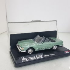 Coches a escala: MERCEDES BENZ 350SL DESCAPOTBLE EN VERDE 1971 NEW RAY ESCALA 1:43. Lote 176829192