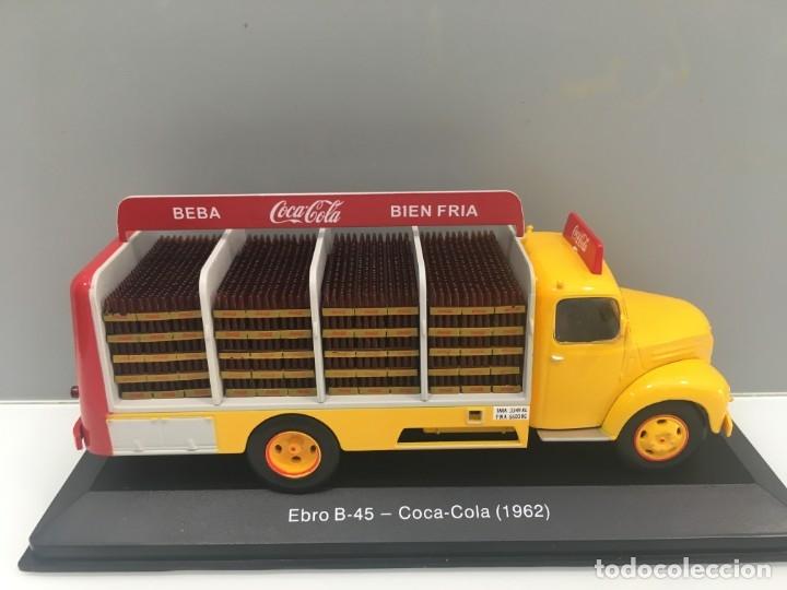 Coches a escala: CAMIÓN DE REPARTO EBRO B-45. COCA- COLA. 1962. ESCALA 1/43 - Foto 2 - 195338108