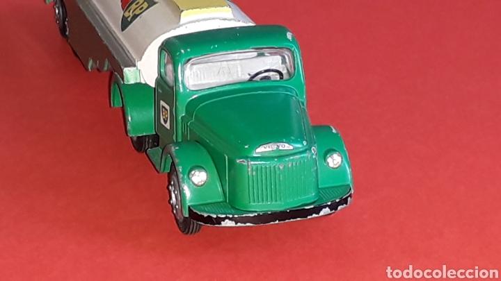 Coches a escala: Camión Volvo cisterna BP ref. 434, metal esc. 1/43 *1/50*, Tekno made in Denmark, original años 60. - Foto 2 - 177645865