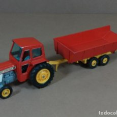 Coches a escala: MATCHBOX KING SIZE TRACTOR AGRICOLA MASSET FERGUSON + REMOLQUE 1960S MADE IN ENGLAND. Lote 184053061