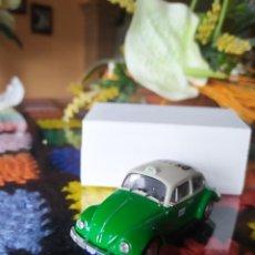 Coches a escala: VOLKSWAGEN BEETLE ESCARABAJO 1300 TAXI CIUDAD DE MEXICO ALTAYA/IXO MODELS. Lote 191271392
