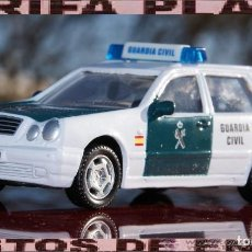 Coches a escala: MERCEDES CLASE E FAMILIAR GUARDIA CIVIL ESCALA 1:43 DE HONGWELL EN CAJA NO ORIGINAL . Lote 194988668