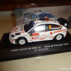 Coches a escala: IXO. ALTAYA. FORD FOCUS RS WRC 07. RALLY DE PORTUGAL 2008. GRONHOLM. Lote 199945621
